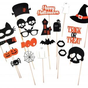 Halloweenowe przyjęcie nie może obyć się bez przebrania. Dla gości warto mieć przygotowane zabawne MASKI w kształcie wąsów czy okularów. Na zamówienie. Fot. Design 3000
