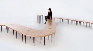 """""""Stonoga"""" jest to system siedziska modularnego przeznaczonego do różnorodnych aranżacji wnętrz o charakterze publicznym. Autorem koncepcji jest architekt Marcin Kropidło."""