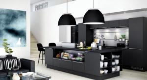 Wyspa w kuchni to wygodne i funkcjonalne rozwiązanie. Zapewni dodatkową przestrzeń do pracy lub miejsce na poranne śniadanie.