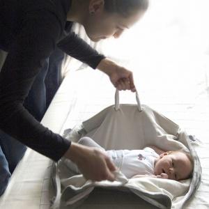 Torba Bagoo do noszenia niemowląt  - projekt dla marki Mothercare.