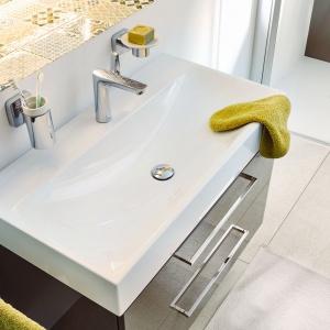 Wszystkie modele umywalek są standardowo wyposażone w powierzchnię uszlachetnioną ułatwiającą utrzymanie produktu w czystości. Wystarczy przetrzeć powierzchnię emalii wilgotną ściereczką i umywalka znowu błyszczy tak samo pięknie jak w dniu zakupu. Fot. Kaldewei