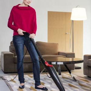 Mop parowy najczęściej wyposażony jest również w nakładkę przeznaczoną do czyszczenia dywanów. Fot. Vileda