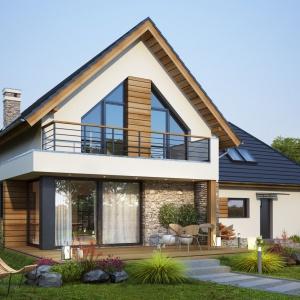Od strony ogrodu zaprojektowano rozległy taras i piękny balkon. Walorem domu jest też ogromny garaż, który posiada dodatkowe wyjście bezpośrednio do ogrodu. Projekt: Tris II, Fot. Dobre Domy