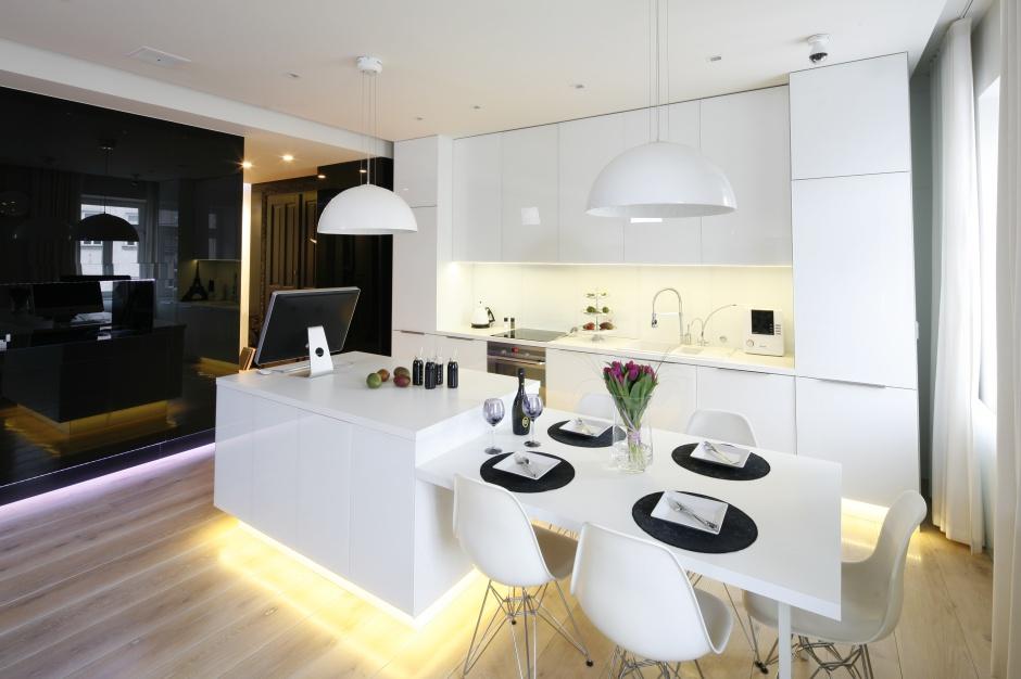 Biel i czerń w nowoczesnym Biała kuchnia piękne zdjęcia z polskich domów -> Funkcjonalna Kuchnia Zdjecia