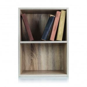 Drewniana półka na książki. Fot. Vidaron