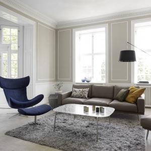 Kultowy fotel IMOLA dostępny jest w wielu tkaninach i skórach. Na zdjęciu czarna skóra Salto 0960/stal matowa z podnóżkiem. 7.333 zł/fotel, 3.006 zł/podnóżek. Fot. BoConcept
