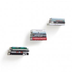 Efektowna półka BOOKS nie tylko na książki, sama w sobie stanowi oryginalną ozdobę wnętrza. Fot. Kare Design
