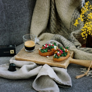Tosty z jarmużem i kurkami. Fot. Nespresso