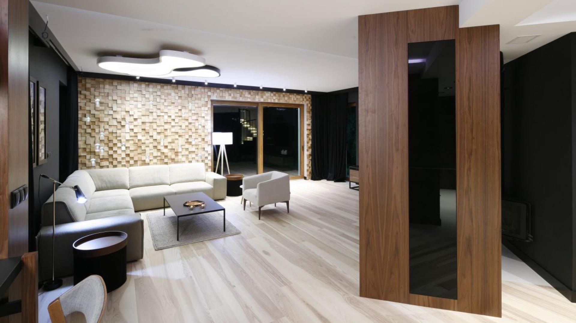 ciana za kanap w ca o ci pomys na cian zobacz 30 aran acji z polskich dom w strona 6. Black Bedroom Furniture Sets. Home Design Ideas