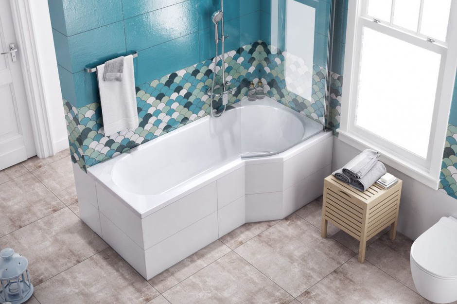 Koncept Be Spot wanna prawa, parawan nawannowy jednoczęściowy prawy, zestaw prysznicowy Altar, obudowa do zabudowy Flex system. Fot. Excellent