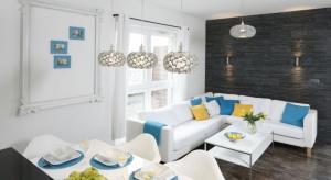 Kuchnia otwarta na salon to rozwiązanie coraz częściej spotykane w polskich domach.Zobaczcie, jakie aranżacje proponują projektanci i architekci wnętrz.