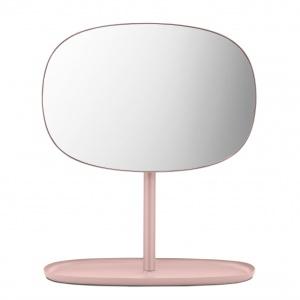 Lusterko FLIP można swobodnie obracać nawet o 360 stopni. Podstawa służy jako taca na biżuterię czy akcesoria do makijażu. 408 zł. Fot. Normann Copenhagen
