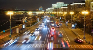 Zanieczyszczenie światłem to przede wszystkim nadmierne oświetlenie nocne, typowe zwłaszcza dla dużych aglomeracji miejskich.