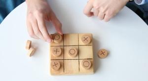 """Długie jesienne wieczory można wykorzystać na spotkania z rodziną czy przyjaciółmi i grę <br />w …planszówki! Przypomnij sobie, jak fajną rozrywką jest """"kółko i krzyżyk"""". To naprawdę gra dla każdego. Wykonana własnoręcznie zac"""