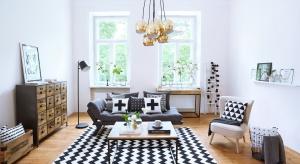 Geometryczne wzory oraz ponadczasowe zestawienia barw rządzą na wybiegach. Czarno-białe dodatki i akcesoria są niezbitym dowodem na to, że moda i design idą w parze.