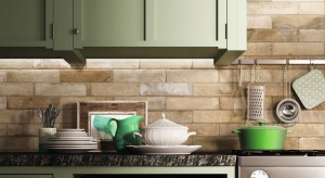 Szukasz pomysłu na podłogi i ściany w kuchni? Sprawdźmodną kolekcje płytekinspirowanych sztuką ulicy czy szkliwione kafle w ciepłych kolorach.