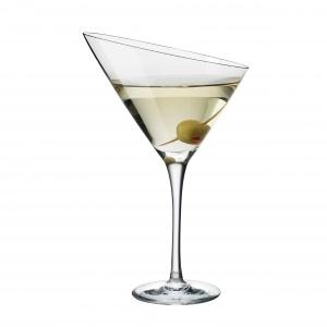 Smukła i delikatna nóżka kieliszka do martini z serii TRIO w połączeniu ze ściętym kielichem zapewniają ponadczasowy i oryginalny wygląd. 132 zł/szt.. Fot. Eva Solo
