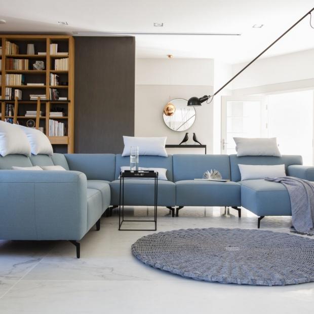 5 pomysłów na błękit w salonie