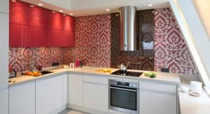 Czerwone, niebieskie a może zielone? Zobaczcie pomysły na kolorowe meble kuchenne prosto z polskich domów.