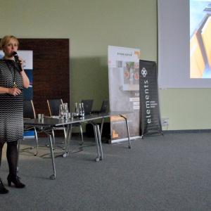 Magdalena Tomkiewicz z firmy Peka pokazała unikalne i zaawansowane rozwiązania do m.in. szafek kuchennych.