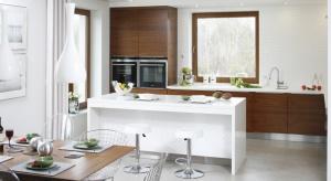 Czy drewno w kuchni to dobry pomysł? Oczywiście, że tak. Zobaczcie jak pięknie prezentuje się w polskich domach.