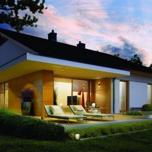Nocna aura eksponuje walory tego nowoczesnego domu. Fot. Pracownia Projektowa Archipelag