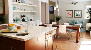 Wyspa kuchenna to wygodne i efektowne rozwiązanie, które ma coraz więcej zwolenników. Trzeba ją jednak odpowiednio wcześnie ująć w projekcie i właściwie wykończyć.