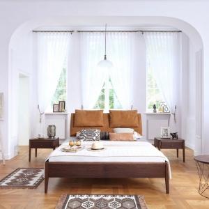 Łóżko Skey Pure dostępne w ofercie firmy Swarzędz Home. Łóżko do materacy o szerokości 160 i 180 cm. Fot. Swarzędz Home