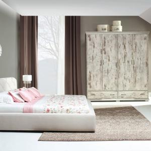 Meble do sypialni z kolekcji Retro dostępne w ofercie marki New Elegance Furniture. Wykończenie: dąb kanion. Fot. New Elegance Furniture