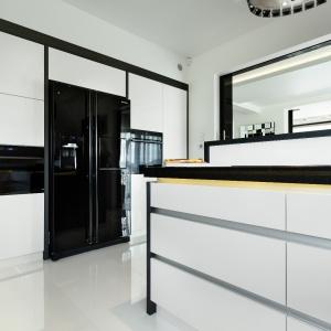 Kuchnia w czerni i bieli. Fot. Studio Vigo Max Kuchnie