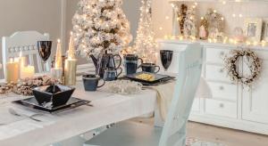 Podpowiadamy, jak zaaranżować wigilijny stół, by nie tylko oddawał podniosłą atmosferę świąt, ale i zachęcał do długich rozmów w gronie najbliższych.