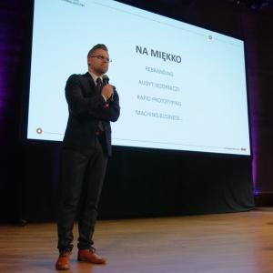 Marcin Januchta z Kieleckiego Parku Naukowo-Technologicznego opowiadał o designie w projektach unijnych. Fot. Piotr Waniorek.