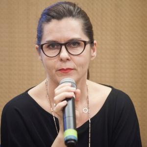 Małgorzata Konikiewicz, local sales manager w firmie Kinnarps w trakcie prezentacji dotyczącej projektowania przestrzeni biurowych. Fot. Paweł Pawłowski.