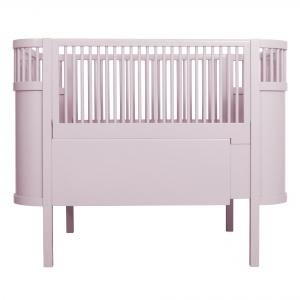 Łóżeczko KILI rośnie wraz z dzieckiem. Można łatwo zdjąć boki oraz powiększyć powierzchnię spania, stosownie do wieku dziecka. 3.333 zł. Fot. Sebra