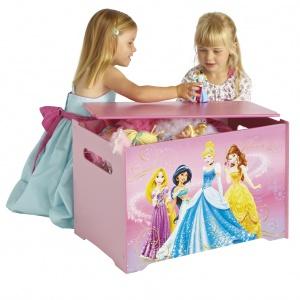 Skrzynia na zabawki DISNEY PRINCESS pomoże utrzymać porządek w pokoju małej dziewczynki. Wykonana z wytrzymałej płyty MDF. 215 zł, Fot. Disney, www.swiatbajek.pl
