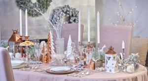 Kolor srebrny od wielu lat gości w domach w formie świątecznych dekoracji oraz zastawy stołowej na wyjątkowe okazje. Zobaczcie jak pięknie się prezentuje.