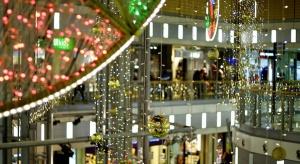 We wrocławskim Pasażu Grunwaldzkim poczujemy już atmosferę świąt. Całe centrum rozbłysło migocącymi światełkami, a przed wejściem stanęła wielka choinka.