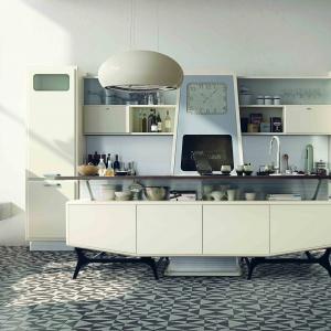 Obłe formy oraz pastelowa kolorystyka kuchni SAINT LOUIS nawiązują do kreacji przestrzeni kuchennych z lat 50. ub. w. Fot. Marchi Cucine