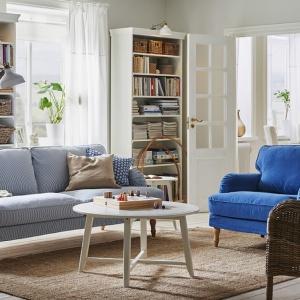 Sofa Stocksund na wysokich nóżkach. Ma wygodne, miękkie siedzisko. Fot. IKEA