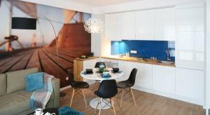 Szukając pomysłu na mały kącik jadalniany warto zajrzeć do polskich domów. Projekty rodzimych architektów wnętrz dostarczą wiele ciekawych inspiracji. Przekonajcie się sami.