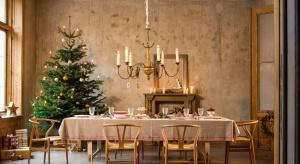 Bożonarodzeniowe stoły niezależnie od stylu muszą tworzyć magiczną atmosferę, bo to właśnie przy nich spędzimy najwięcej wspólnego czasu.