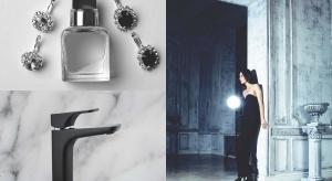 Do wnętrz powoli wkracza nowy trend oparty na ciemnych kolorach, lśniących metalowych dodatkach, zdobieniach i symetrii. W klimat american glamour idealnie wpisuje się kolekcja baterii łazienkowych polskiego producenta.