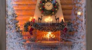 Warto pamiętać o przystrojeniu okien, dzięki którym świąteczny nastrój wypełni wnętrze jak i nada uroku naszemu domu od zewnątrz.