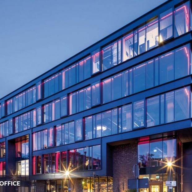 Biurowiec X2 Boutique Office w postindustrialnym stylu