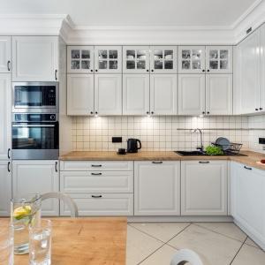 Pomysł na wykończenie ściany nad blatem kuchennym. Fot. Studio MEBLE WACH Max Kuchnie