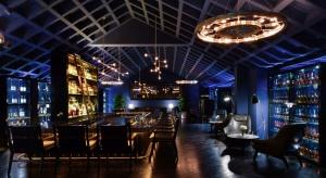 Chiński śpiewak Yang Kun zlecił pracowni Four O Nine zaprojektowanie klubu dla jego bliskich przyjaciół, którzy są oddanymi fanami…. cygar i whisky. Tak powstało wyjątkowe wnętrze Whiskey Bar Kun w Pekinie.