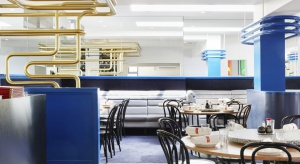 """""""Ricky and Pinky"""" to chińska restauracja na przedmieściach Melbourne. Żywe kolory, metaliczne elementy instalacyjne wybite na pierwszy plan sprawiają, że miejsce prawie zupełnie nie kojarzy się ze stereotypowym wyobrażeniem azjatyckiej r"""