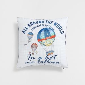 Poszewka na poduszkę z motywem BALONÓW wprowadzi do aranżacji pokoju dziecięcego świeżość i klimat przygody. 69,90 zł. Fot. Zara Home