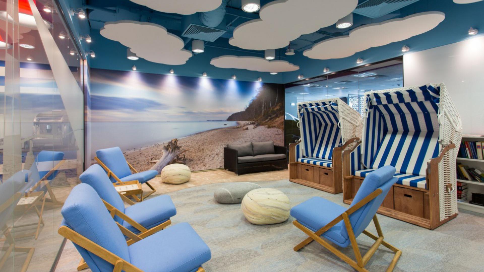Astra Zeneca Pharma Poland - komfort i funkcjonalność w open space. To projekt Massive Design Fot. udostępnione dzięki uprzejmości Massive Design
