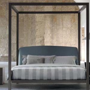 Okazałe łóżko Ari marki Flou. Fot. Flou / Galeria Heban